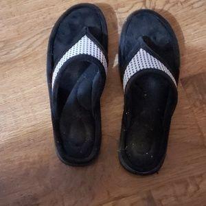 Therapedic memory foam bedroom slippers
